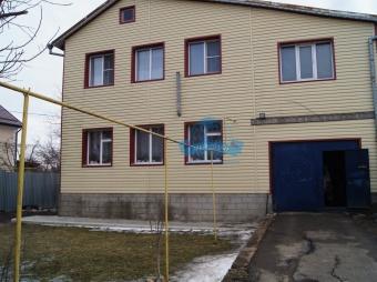 Продается 2-этажный дом в районе